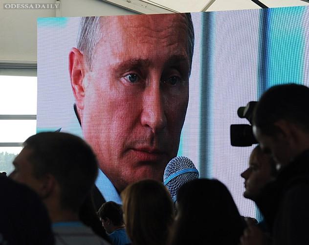«Петлял между угрозами и призывами к переговорам». Мировые медиа об интервью Владимира Путина