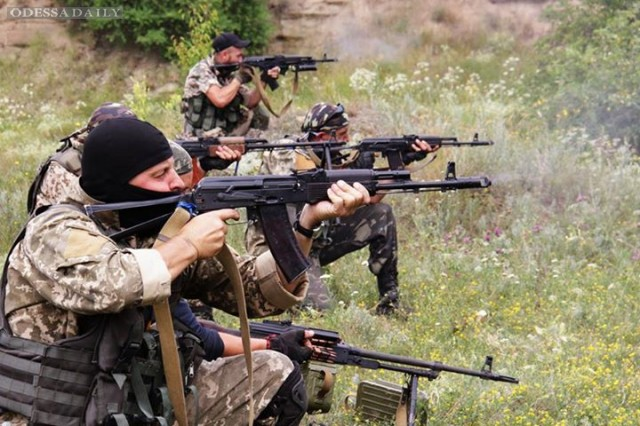 Украинские военные за сутки трижды отбивали атаки боевиков возле Счастья - штаб АТО