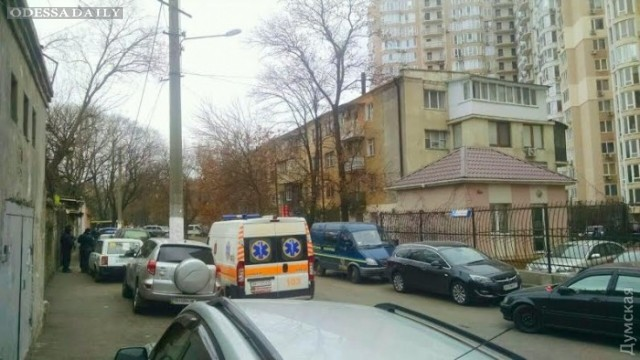 В Одессе в районе парка Шевченко мужчина угрожает взорвать гранату