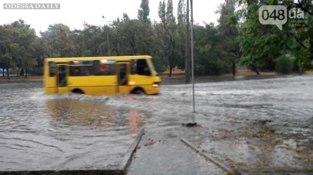 Потоп на Балковской: Одесситов разворачивают от Приморского суда