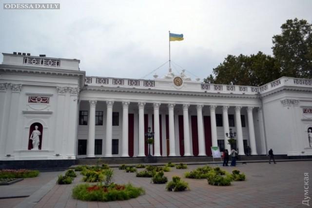 Мэрия Одессы борется с оппозицией при помощи цветов