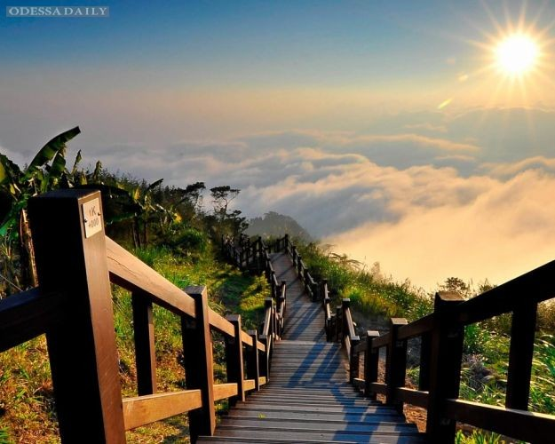 Проект о туризме открыл 12 вакансий путешественника с зарплатой 2,5 тысячи евро в месяц