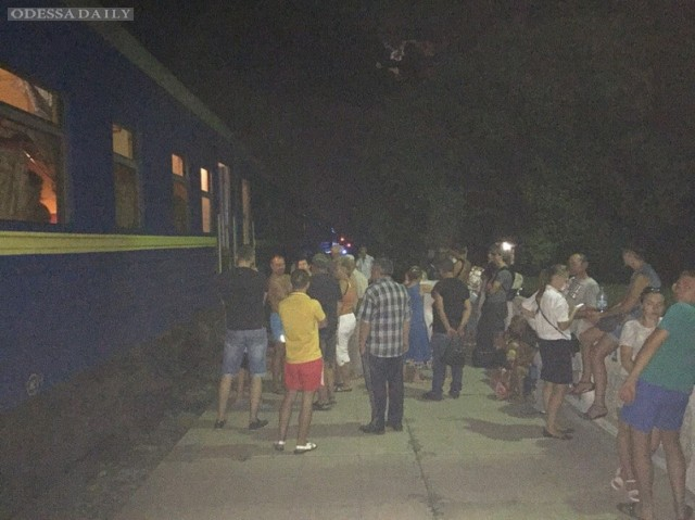 Поезд Запорожье-Одесса остановили из-за угрозы теракта