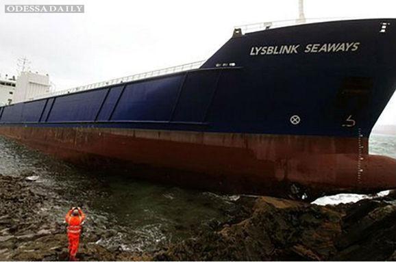 Пьяный россиянин на грузовом судне на полной скорости врезался в берег Шотландии