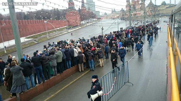 Путин и Медведев отказались ехать на похороны Немцова