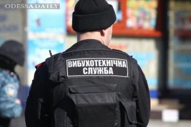 Срочно! В Одесском аэропорту ищут бомбу, люди эвакуированы