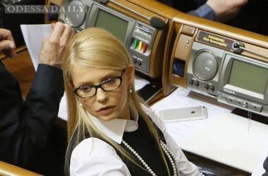 Тимошенко взяла слово и заблокировала трибуну Рады