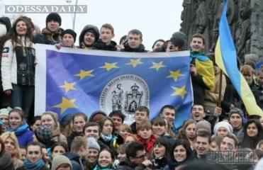 Колонна студентов длиной с Крещатик пришла на Евромайдан