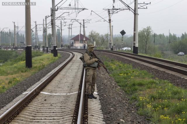 В Славянске террористы парализовали движение поездов на железной дороге