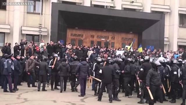 Избившие мирный митинг 19 февраля «титушки», сбежали из страны
