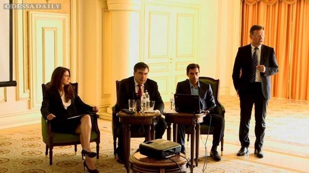 Саакашвили хочет развивать порты и создать новый таможенный центр