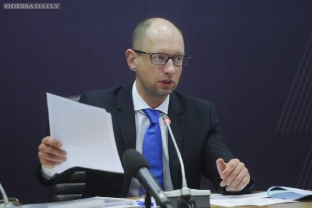 Зарплаты и пенсии проиндексируют в мае, – Яценюк