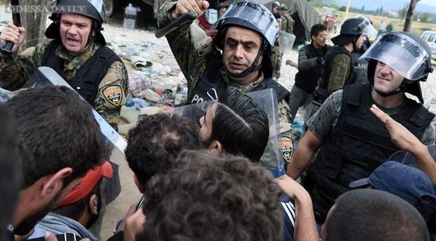 Столкновение полиции и беженцев на границе Македонии: 38 раненых