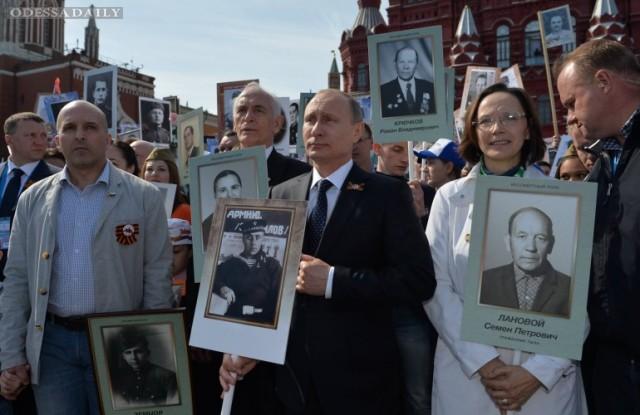 Портреты павших в ВОВ после московского парада выбросили в мусор