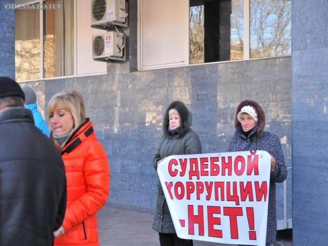 Задержаны уже трое предпринимателей, в 14.00 - суд
