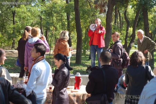 Одесситы провели пикник в знак протеста против подстанции в парке Шевченко