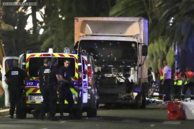 Олланд продлил чрезвычайное положение во Франции из-за теракта в Ницце