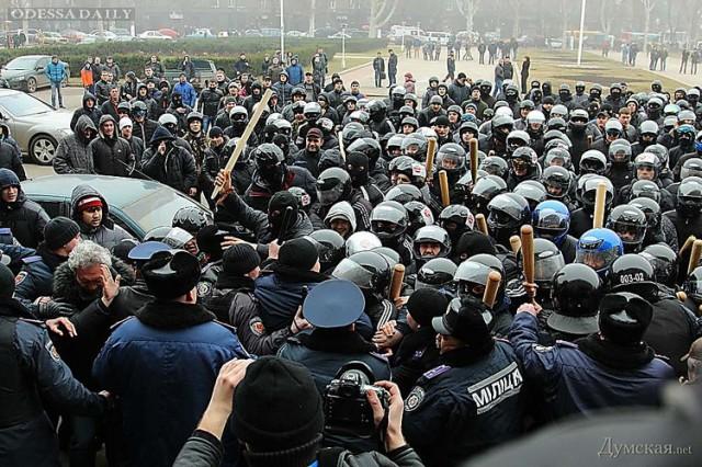 Одесситов просят опознать участников трагических событий 19 февраля возле ОГА (фото, видео)