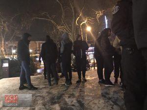 Общественники устроили «разборки» с продавцами елок на проспекте Шевченко