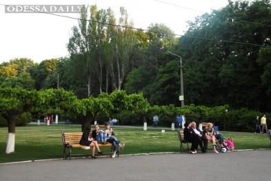 В одесском парке Горького мужчина открыл стрельбу