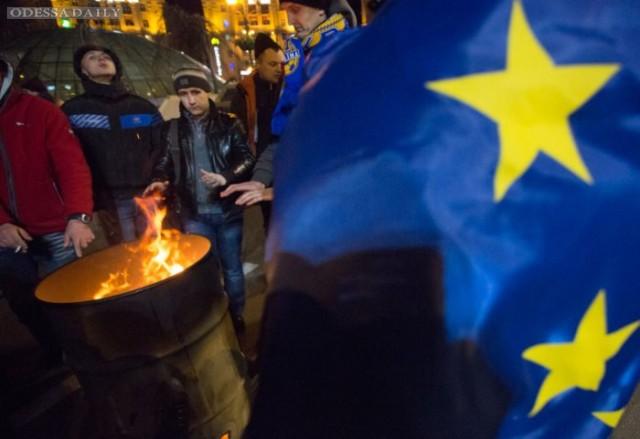 Одесситы приняли участие в установке палаточного городка у баррикады возле Банковой
