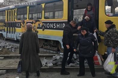 В Одессе из-за новой плитки трамвай сошел с рельсов