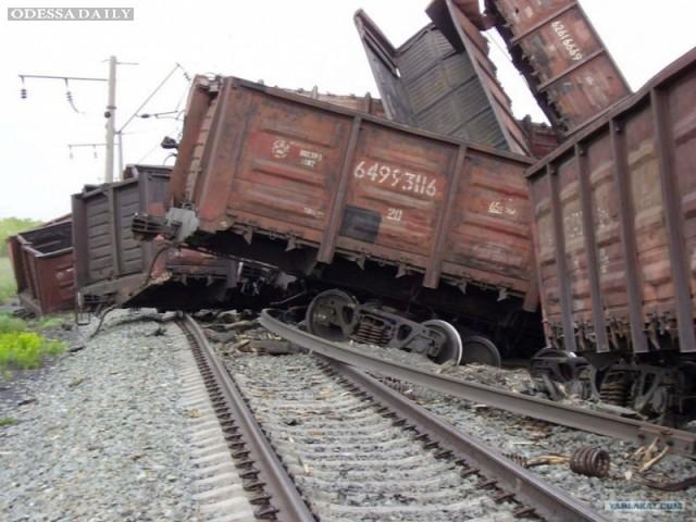 Пассажирские поезда изменят маршрут движения из-за схода вагонов под Одессой
