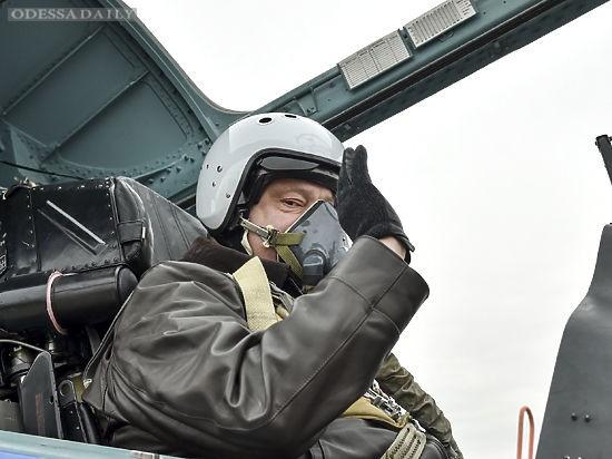 Порошенко налетал в командировки на 11 млн грн