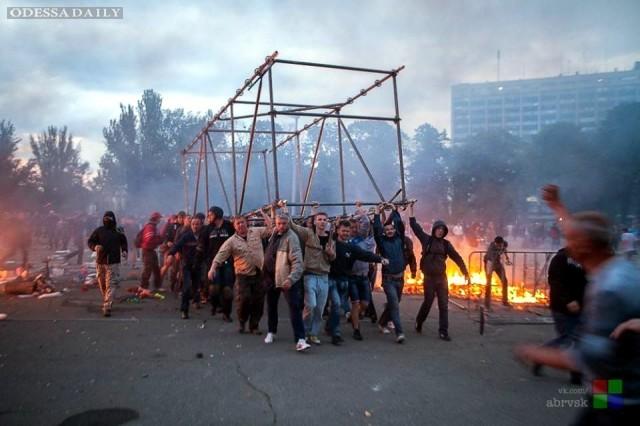 По делу о пожаре в Доме профсоюзов в Одессе разыскиваются 13 человек