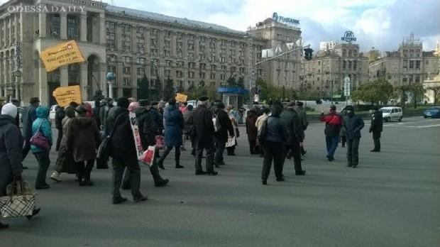 В Киеве вкладчики обанкротившихся банков перекрывали Крещатик
