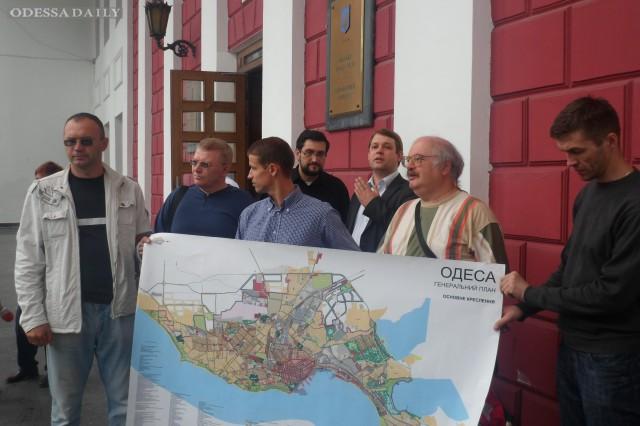 Перед зданием мэрии общественники разорвали Генплан Одессы