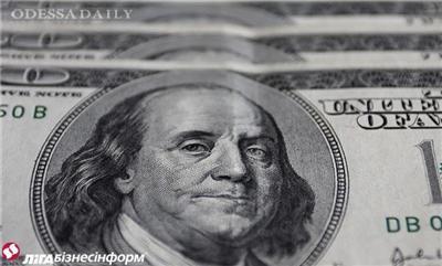 Украинцы стали больше продавать валюты, чем покупать