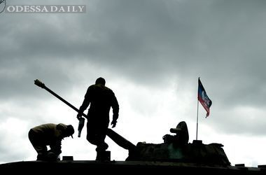 В районе аэропорта идут круглосуточные бои, противник стянул танки в Донецк – военные