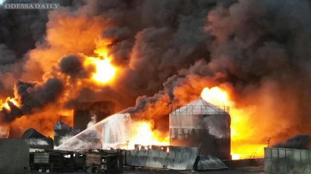 СМИ сообщают о новом взрыве на нефтебазе в Василькове