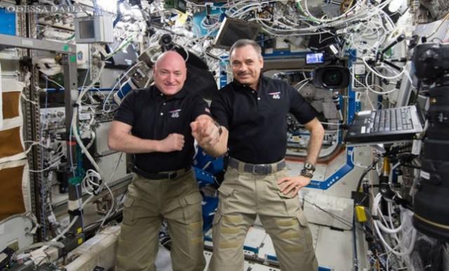 Участники первого в истории годового полета на МКС вернулись на Землю (видео)