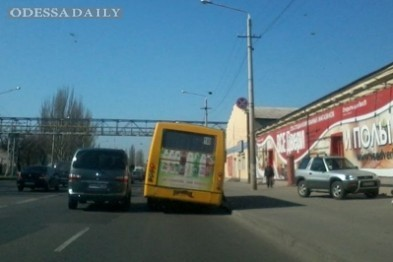 В Одессе маршрутчик выбросил пассажира посреди трассы, потому что дальше передумал ехать