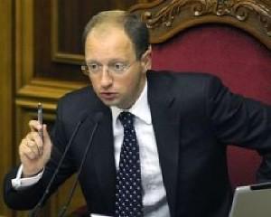Яценюк напомнил аптекам, что гривна подешевела не на 120%