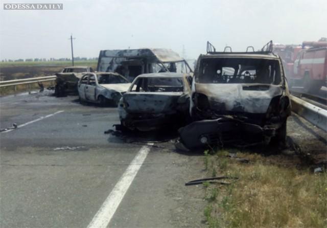 На одесской трассе столкнулись восемь машин, как минимум трое погибших