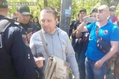 На Аллее Славы полиция задержала мужчину с георгиевской лентой