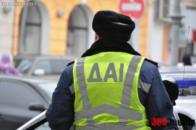 Одесские гаишники вымогали у водителей взятки и издевались над ними (видео)