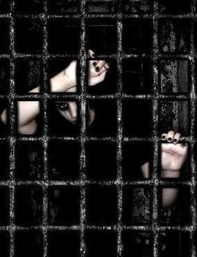 «У нас есть памятка, где записано, что мы должны делать, а наших прав я не видела», - бывшая заключенная 74-й колонии