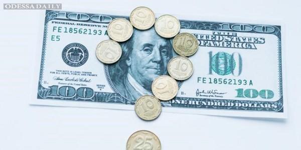 Доллар в обменниках стоит уже более 15-ти гривен, евро — 19,28 грн