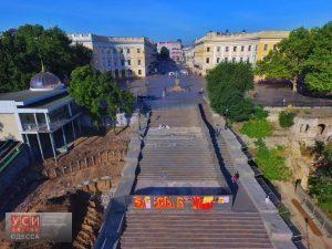 В Сети появился постыдный вид Потемкинской лестницы с высоты птичьего полета, который покажут на всю страну