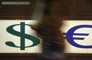 Обменники и черный рынок подняли курс доллара