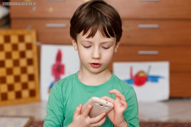 Позвони мне: нужен ли ребенку мобильный телефон и какой?