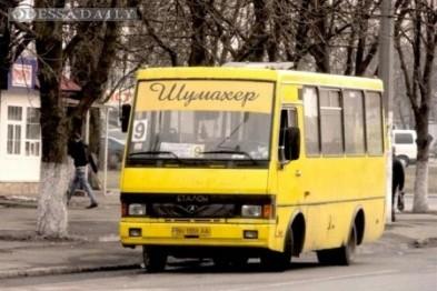 В Одессе маршрутчик протащил по дороге застрявшего в двери маленького ребенка