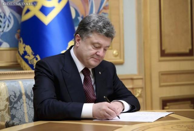 Президент подписал закон об отмене печатей