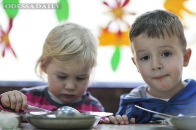 В детских садах Одессы поднимут плату: детей станут лучше кормить