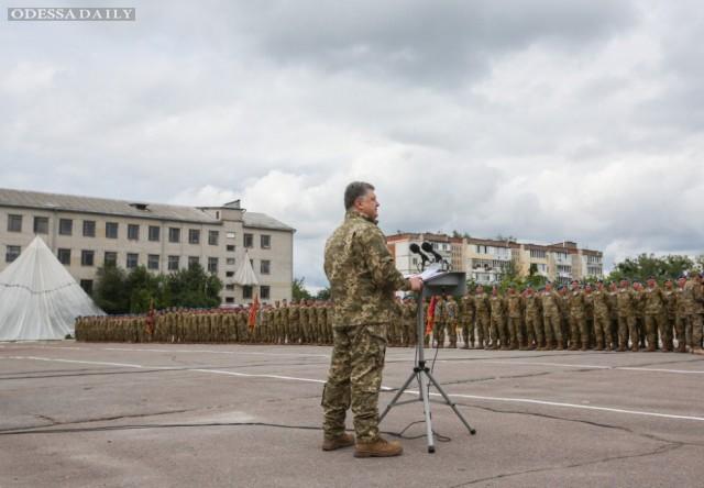 Порошенко приказал привести в усиленную боеготовность силы на границе с Крымом и на Донбассе