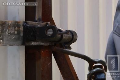 Общественники повесили замок на руины дома Руссова